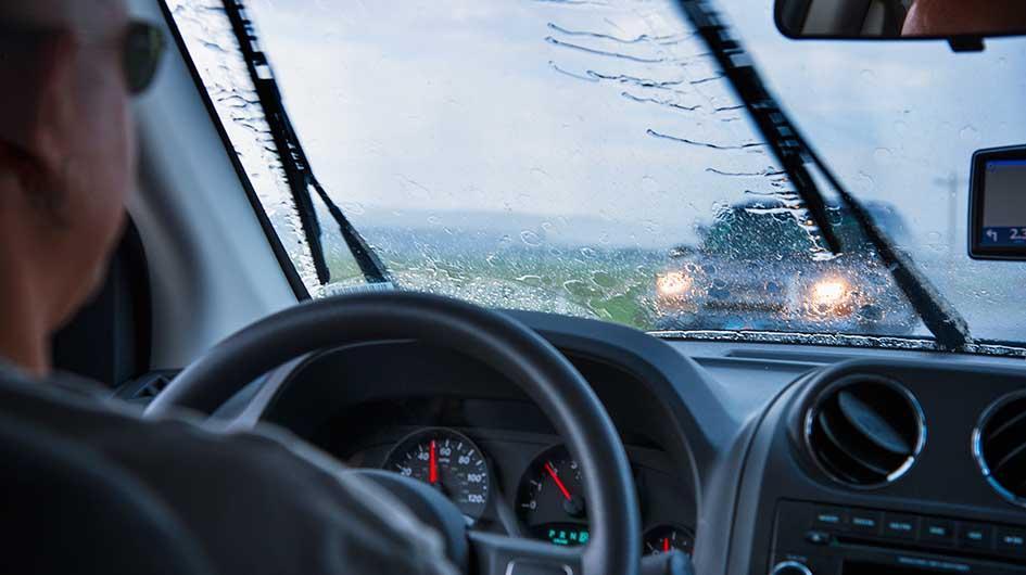 Nguyên tắc vàng lái xe trời mưa đảm bảo an toàn